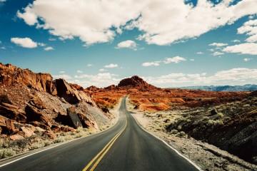 על מסעות וחניות ויום הולדת אחד